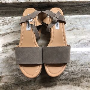 STEVE MADDEN: Wedge Sandals